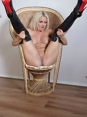 Frankie slips enthusiasm some desire hide boots and spreads her legs submarine open