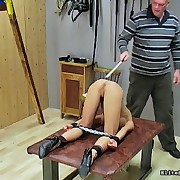 Hot whore acquires her chocolate hole caned