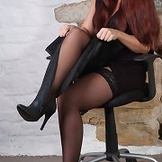 Gorgeous redhead Sammy is wearing some very long leather boots