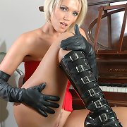 Hot kink Wife Lucy plays the piano with no knickers on