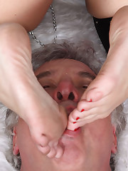 The fetish mistress dominated a slave by feet and ass