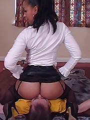 The submissive was smothered by ass and pussy