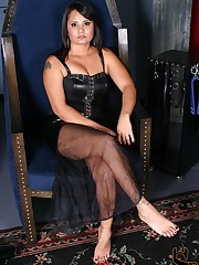 Michelle is sitting in her throne wearing a pair of fetish platform boots. She inst....