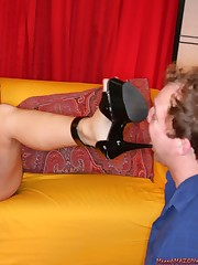 Young babe with great ass sat on slave's face