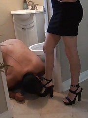 Sluts made their slave to clean their boots.