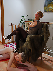 Male sub treated like a pet while tortured and fucked by his dominatrix