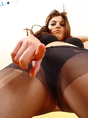 Brunette with bare ass facesitter
