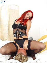 Redhead chick in nylon facesitter
