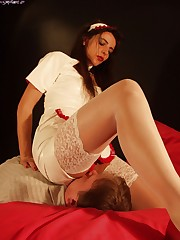 Horny nurse prefers hot facesitting and smothering treatment