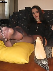 Foot dominatrix Bojana