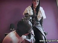 The mega babe allows a slave to worship her feet