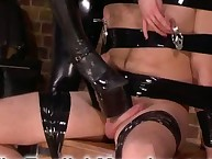 A malesub was humiliated by the chillin' dominatrix