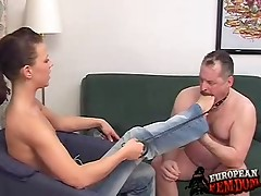 Russian Dominatrix is getting plesure from foot worshipper