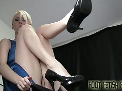 Toes licker loves to be abused by mistress