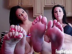 Sexy Dominatrix got her cute toes worshipped by slave