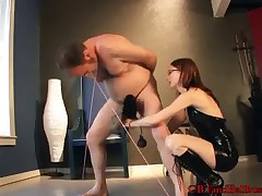 Nerdy-looking domme gives her sub much pain