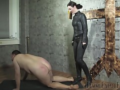 Little one Victoria Valente slaps coupled with kicks the brush sub unworked heavy