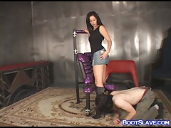 Brunet Dominatrix enjoyed boot worship from serf
