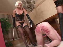 Bodacious hoe sticking subby's asshole with her strapon