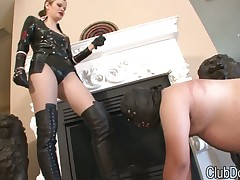 Dominatrix in leather boots adores fetish licking