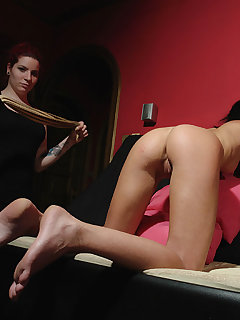 <!–-IMAGE_COUNT-–> of Viona got ass whipping from her Mistress