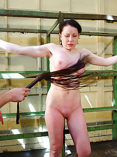 <!–-IMAGE_COUNT-–> of Rose in bondage got harsh punishment