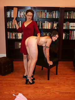 <!–-IMAGE_COUNT-–> of Carolyn spanks Ann