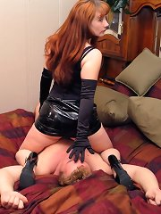 Leather mistress sit on his face