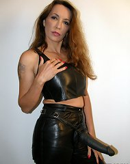 Strapon mistress in leather