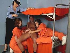 Two Inmates Jerk Off A Male Prisoner