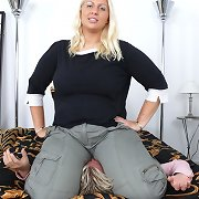 Blonde misstres sat on slave
