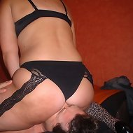 Chick in nylon sat on slave
